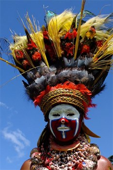 Experience rich tribal culture as seen in the everyday lives of the Huli wigman at Tari